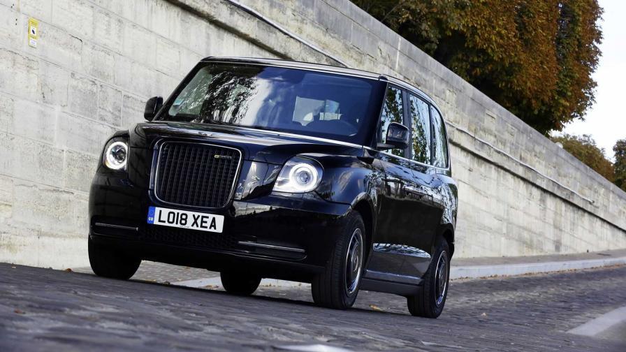 <p>В Париж тръгват електрически британски таксита</p>