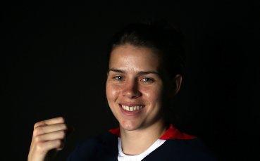 Савана Маршал - боксовата шампионка, която ще зарадва