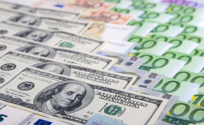 Милиони фалшиви долари и евро в хотел в Слънчев бряг