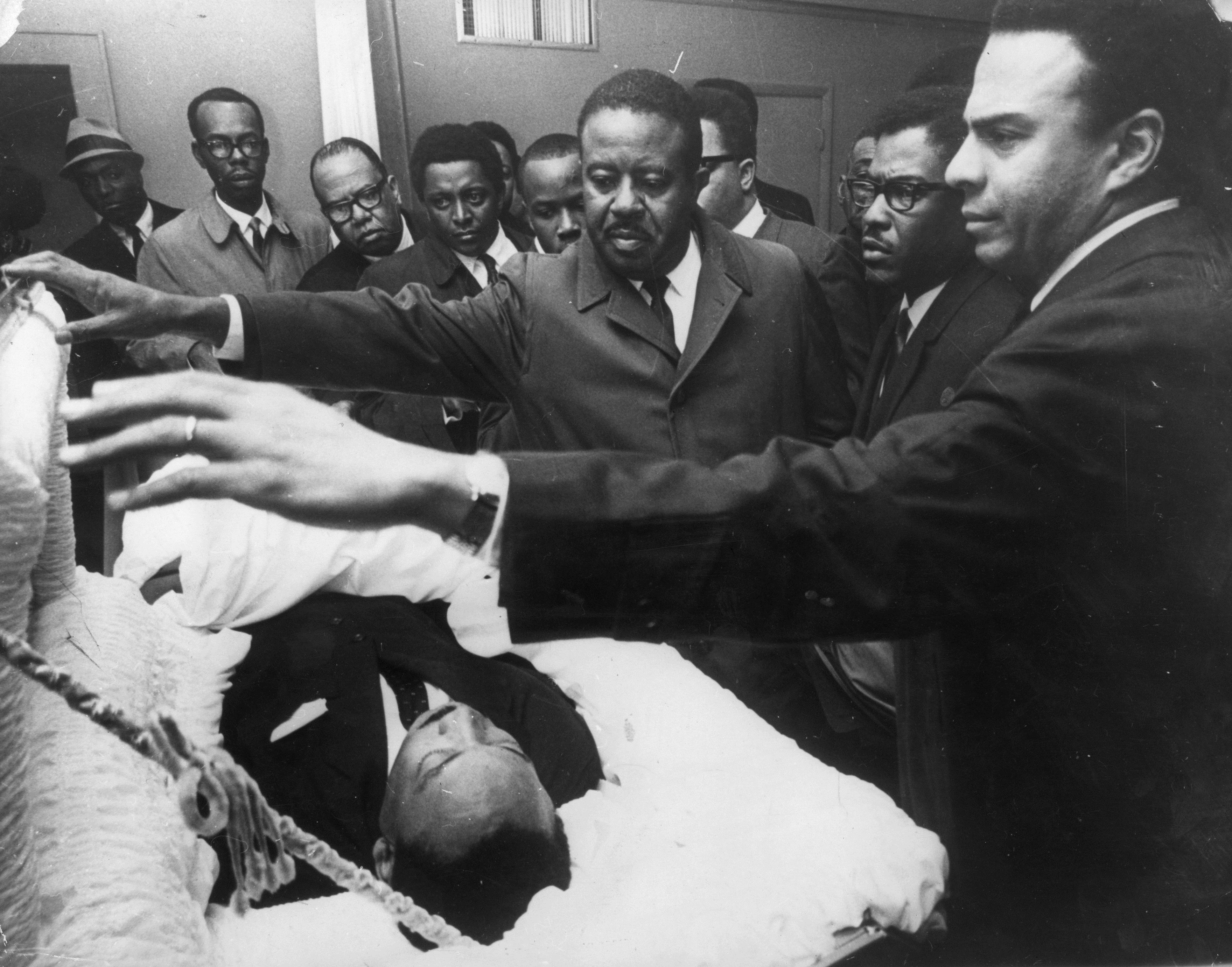На 4 април 1968 г. Мартин Лутър Кинг е застрелян, докато стои на балкон в мотел Лорейн в Мемфис, Тенеси. Чува се изстрел, един куршум влиза през дясната му буза, разбива челюстта, поврежда гръбначния стълб и засяда в рамото. Убийството му се посреща с вълна от бунтове в повече от 60 града в САЩ. Пет дни по-късно президентът Линдън Джонсън обявява национален траур. Мартин Лутър Кинг е първият чернокож, за когото се обявява национален траур в САЩ. 300 000 симпатизанти присъстват на погребението му.