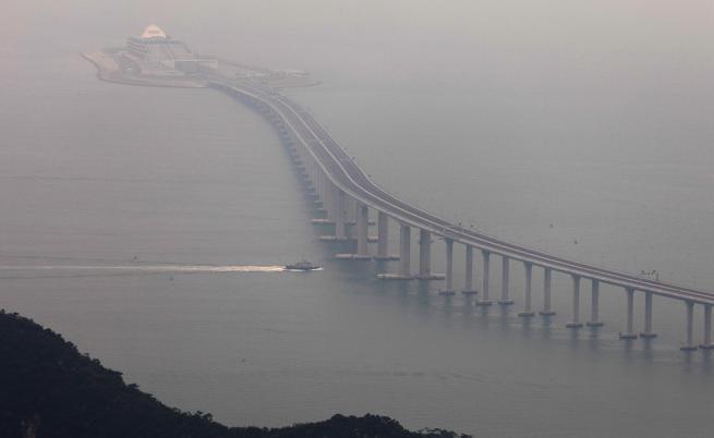 Китай откри най-дългия мост над море в света