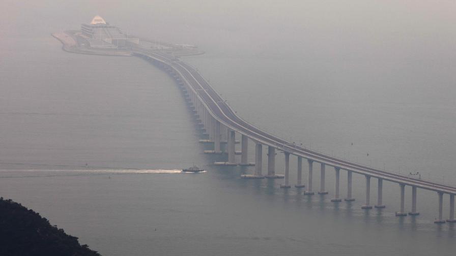 <p>Китай откри най-дългия мост над море в света&nbsp;</p>
