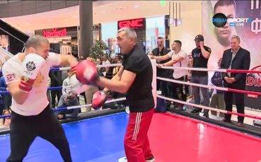 Тервел Пулев загря с Мишо Таков на ринга