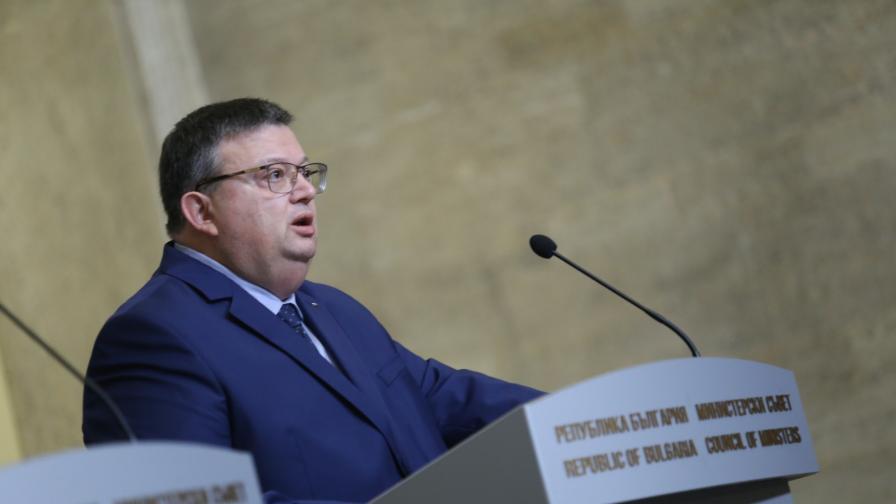 Кандидат за КОНПИ - спрягат Цацаров