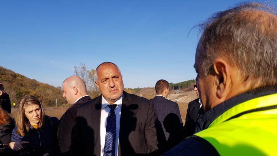 <p>Борисов: Кое е в колапс, има половин млрд. повече в хазната</p>