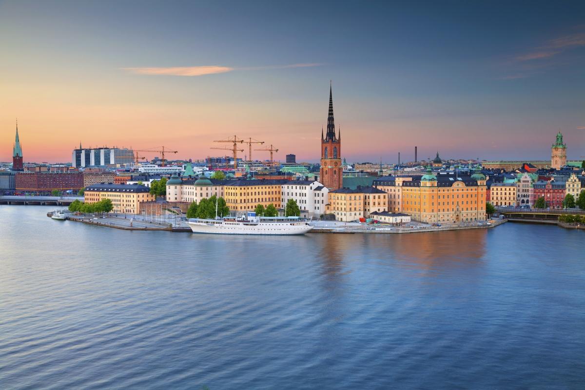Стокхолм. 40% от територията е заета от зелени площи, което печели репутацията на един от най-зелените градове в Европа. Също така, проучване показва, че най-много от всички жители на европейски градове столичаните в Швеция най-много използват метрото. Освен това до 2025 година, градът напълно ще е премахнал карбоновите емисии.
