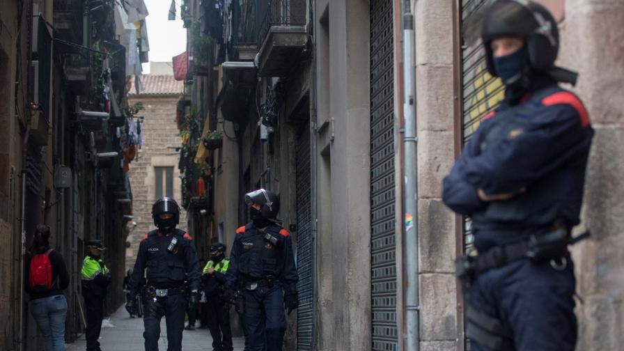 Стотици полицаи в центъра на Барселона, арестуват наркотрафиканти