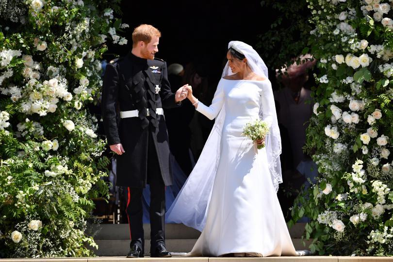 <p><strong>Принц Хари се жени за Меган Маркъл, за да постигне контрол над САЩ</strong></p>  <p>През ноември 2017 г. американският писател и политически критик Грег Половиц пише в Twitter: &bdquo;Децата на принц Хари ще бъдат американци. Ами ако някой от тях стане президент или е следващият претендент за трона едновременно? Британците тук гледат в перспектива, но ходът им е хитър. Те си искат Америка обратно и това е начинът, по който ще го направят.&ldquo;</p>