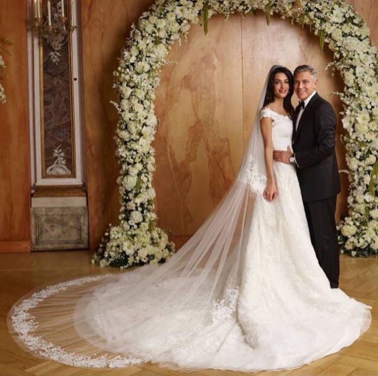 Джордж и Амал Клуни - за никого не е тайна, че двамата са влюбени в Италия. Актьорът дори има собствена къща на езерото Комо. Ето защо не е изненадващо, че те сключиха брак тайно именно в тази страна и по-конкретно - в романтичната Венеция.