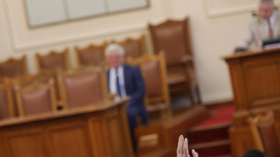 Парламентът отхвърли ветото на Радев за дарения от бизнеса