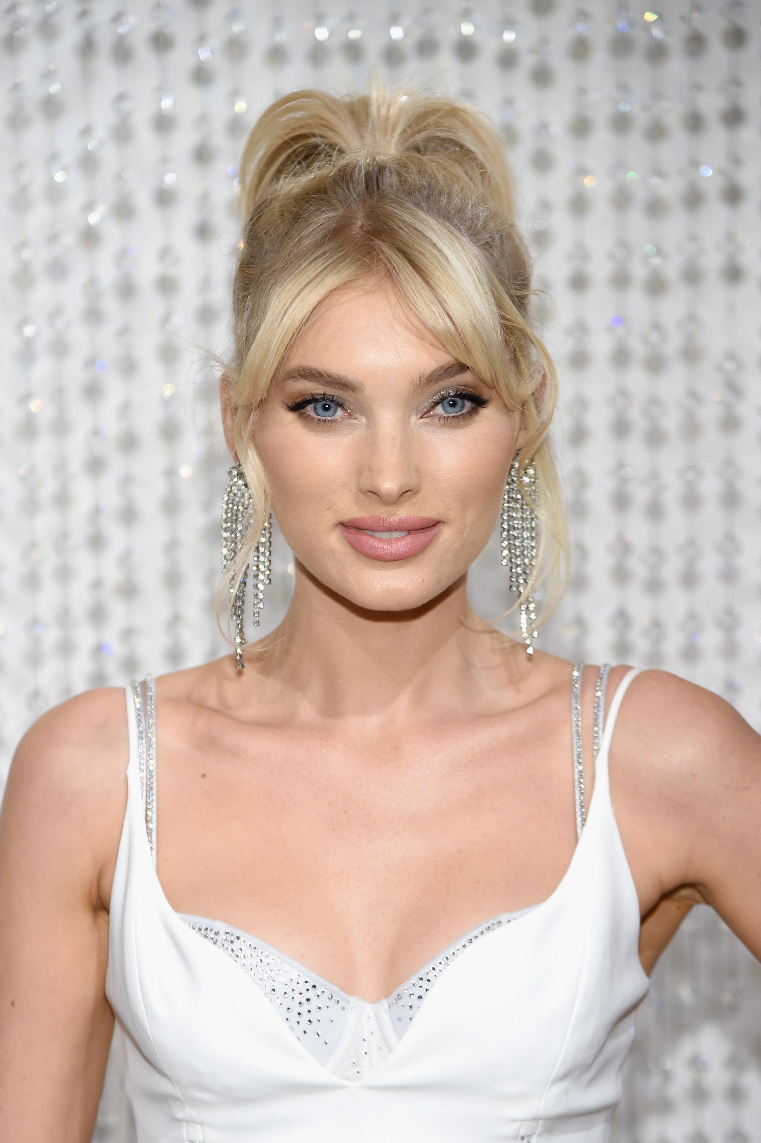Сутиен за един милион долара си сложи манекенката Елза Хоск. Бельото, което изглежда като истинско бижу, носи името Fantasy Bra. Хоск ще дефилира със сутиена на шоуто на Victoria's Secret, което ще се състои на 2 декември в Ню Йорк.