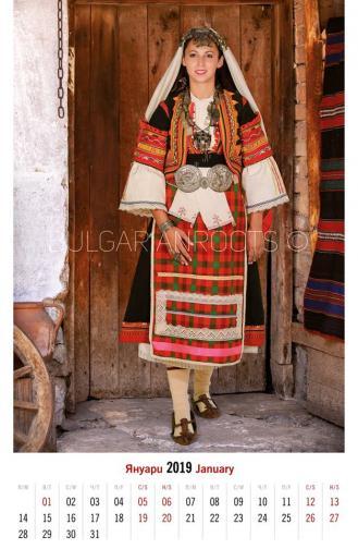 Празнична носия от гр. Гюмюрджина<br /> (втората половина на ХIХ в.)<br /> Festive garb from Gyumyurdzhina<br /> (second half of the 19th century)<br /> Модел: Кристина Чивийска<br /> Model: Kristina Chiviyska