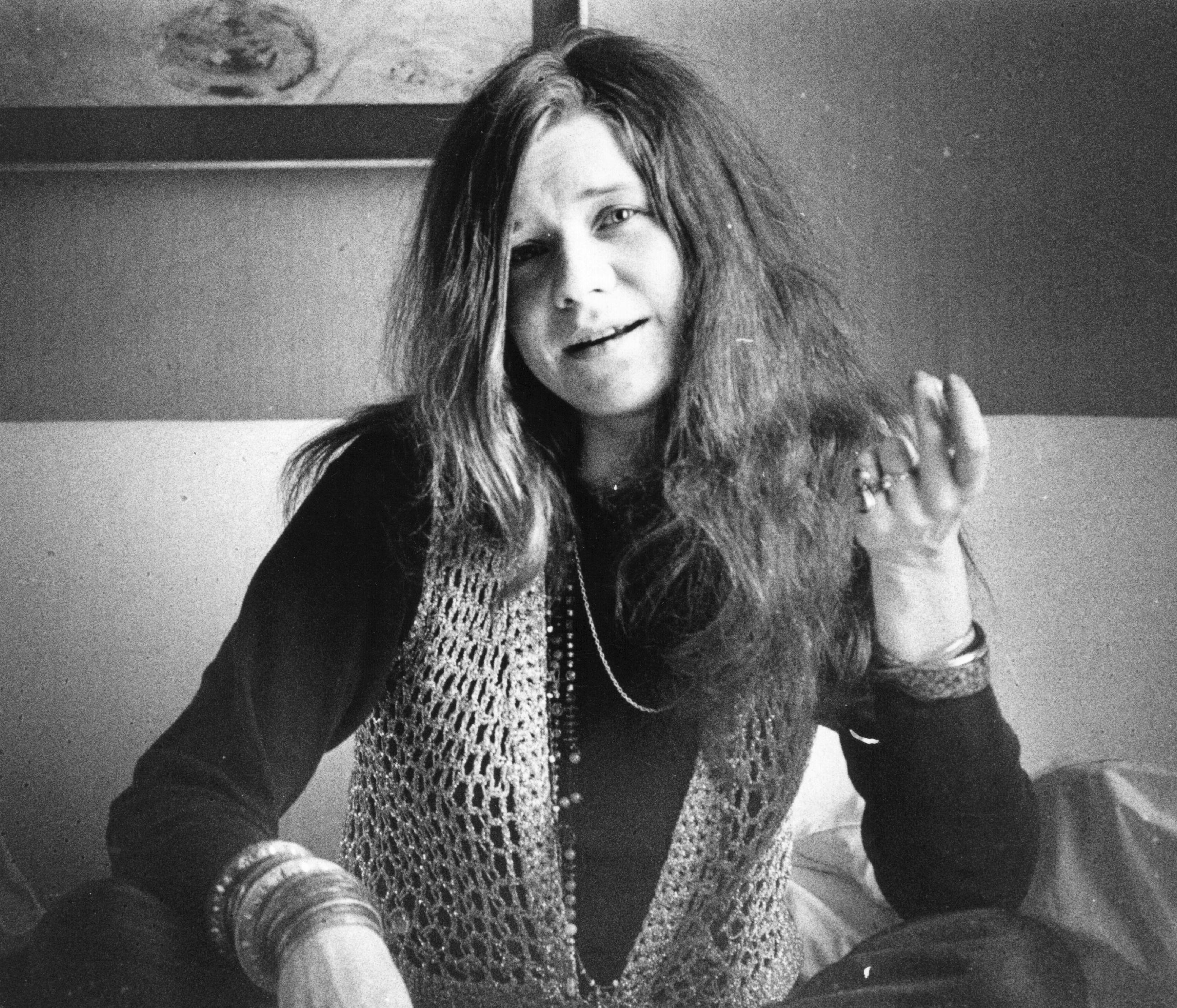 Джанис Джоплин.На4 октомври1970е намерена мъртва вЛендмарк хотелвХоливуд. Официалната версия за смъртта ѝ е приемане на прекалено голямо количествохероиниуиски.