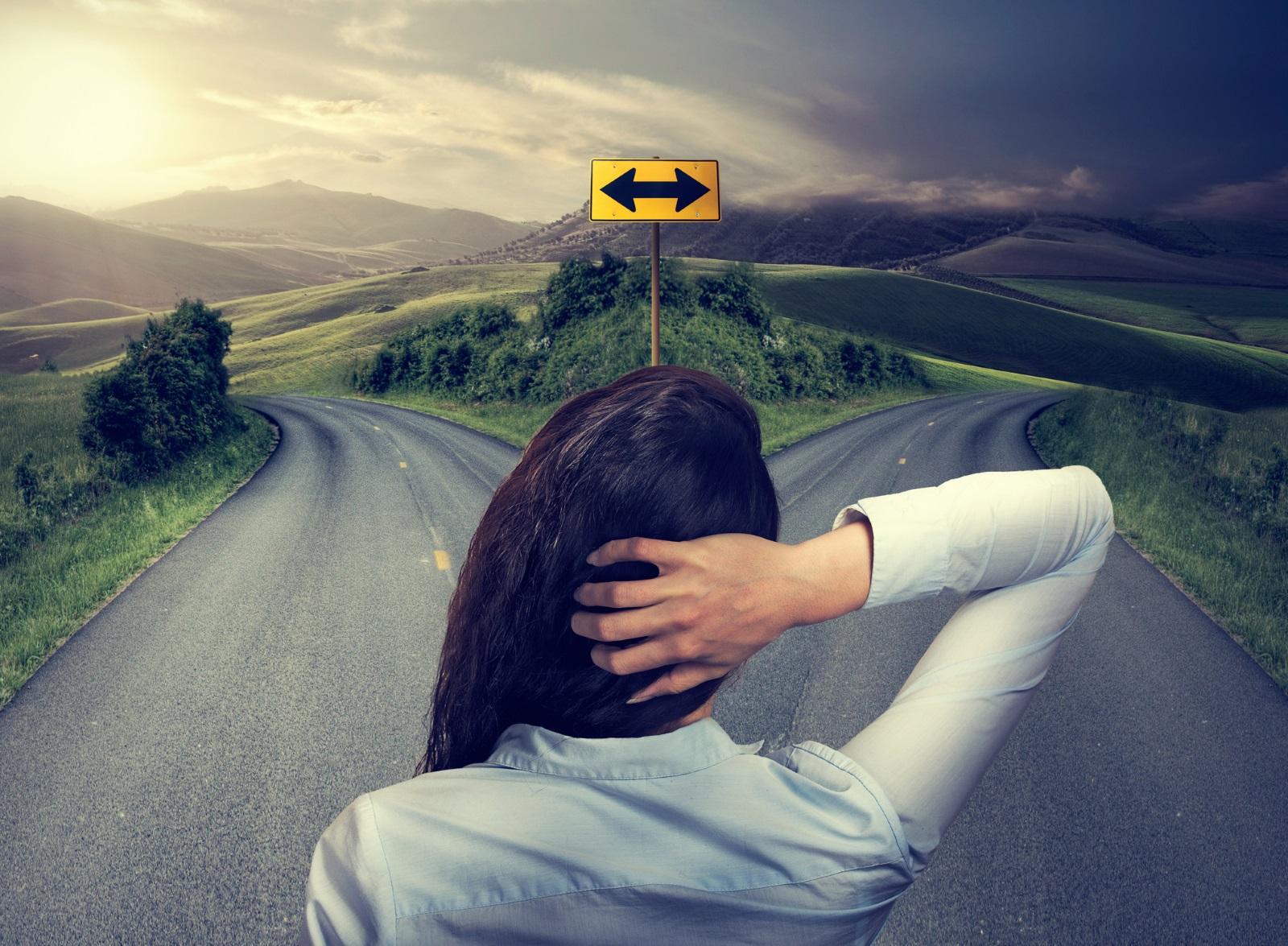 5.Тази криза настъпва някъде към 32-37 година, когато вече е натрупан опит във взаимоотношенията с околните, в кариерата, в семейството, когато вече има сериозни житейски резултати.Ако ви стига мъжеството да признаете грешките си и да коригирате живота си и плановете си, то изходът от тази криза ще донесе нов приток от свежи сили, нови перспективи и възможности.