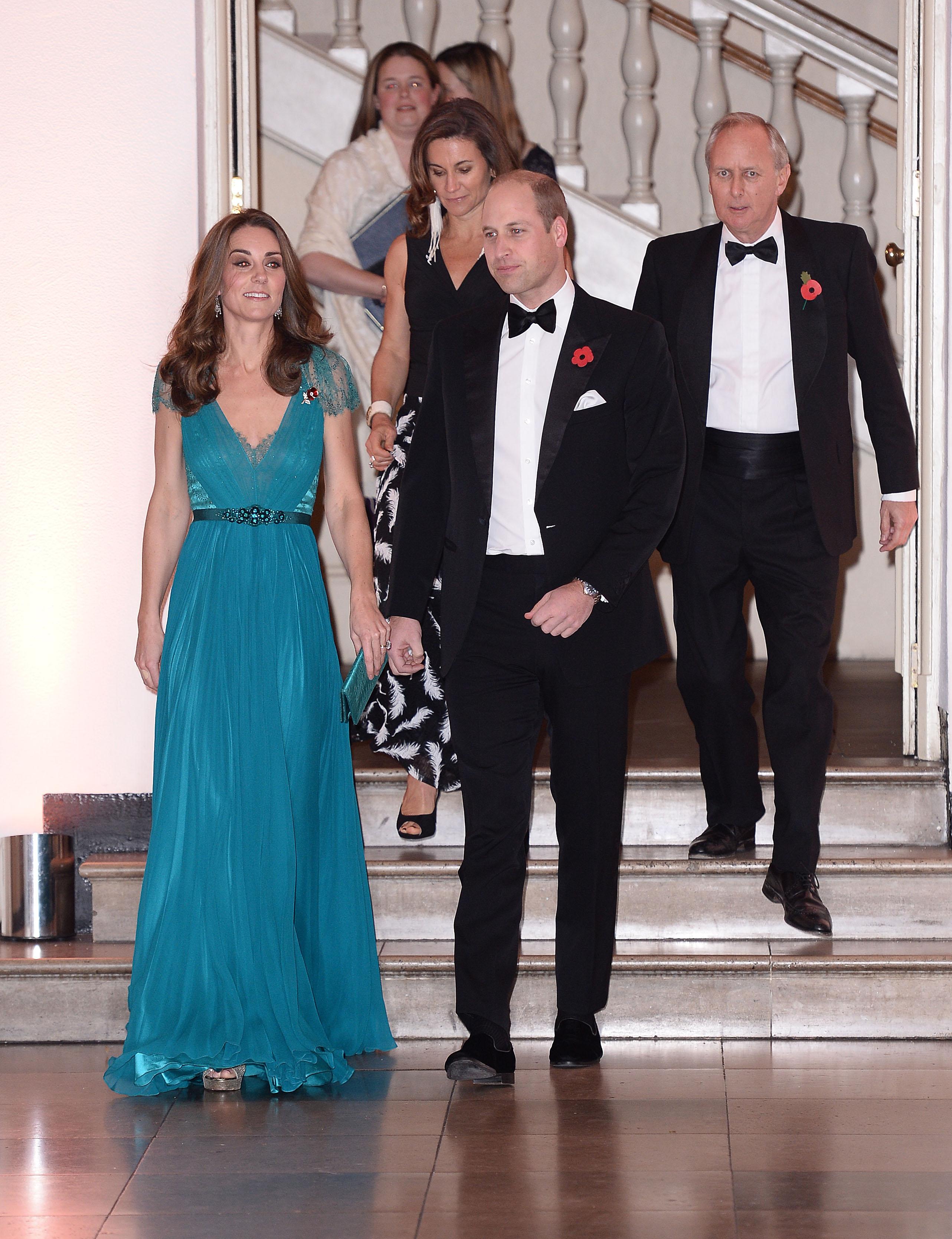 Както обикновено, херцогинята на Кеймбридж демонстрира своята класа с красива зелена рокля с дълбоко деколте. Списание People обаче пишат, че кралската особа не облича този тоалет за първи път.