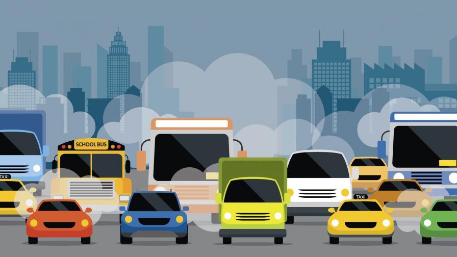 <p>Интензивен трафик по пътищата, колони от коли&nbsp;</p>