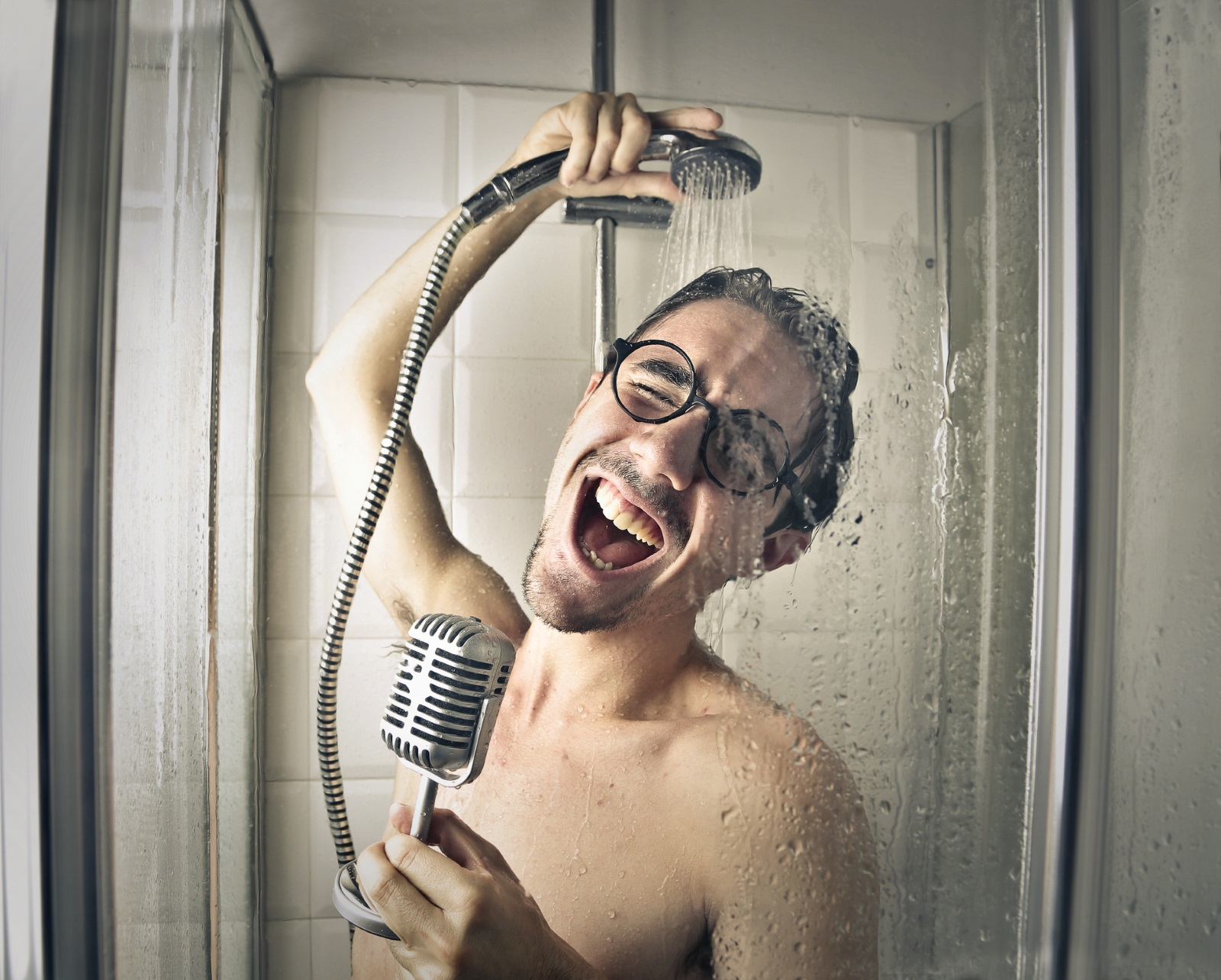 2. Твърде голяма продължителност - няма нужда да стоите под душа по 30 минути, най-добрият вариант е един бърза душ между 5 и 7 мин, който наистина ще ви освежи.