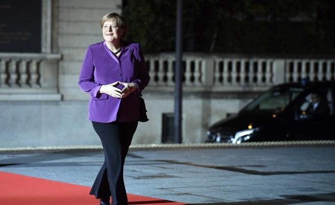 Германският канцлер Ангела Меркел пристигна в Париж