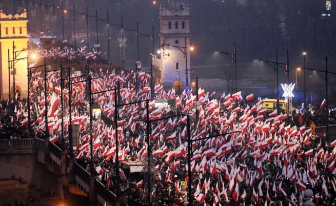 Гориха знамето на ЕС в Полша (видео)