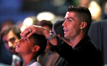 Роналдо в Лондон: За 15 минути в бар - вино за 31 хиляди евро