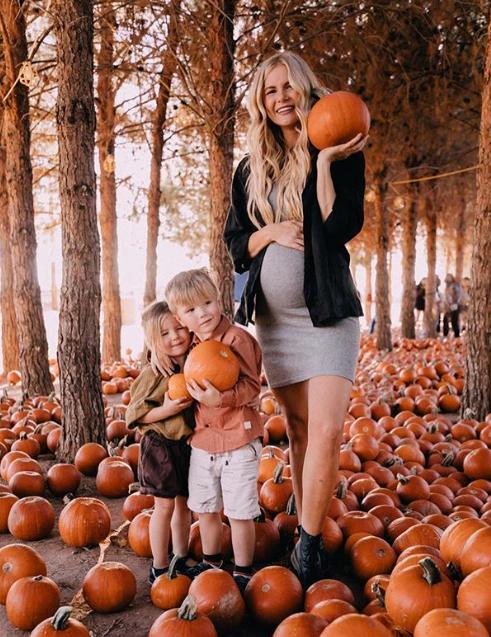 Това е Амбър Кларк и прекрасното ѝ семейство, което тя не спира да показва в социалната мрежа