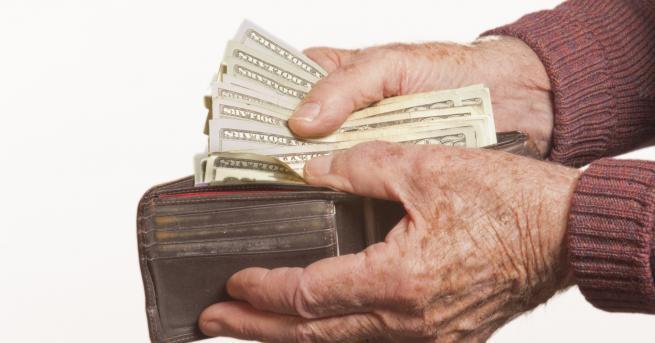 България Изплащането на пенсиите ще продължи до 23 април Заедно