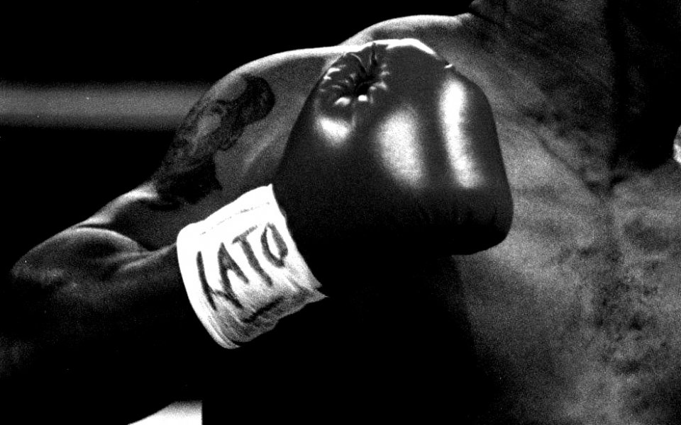 Транссексуалният боксьор Патрисио Мануел постигна първи успех на професионалния ринг