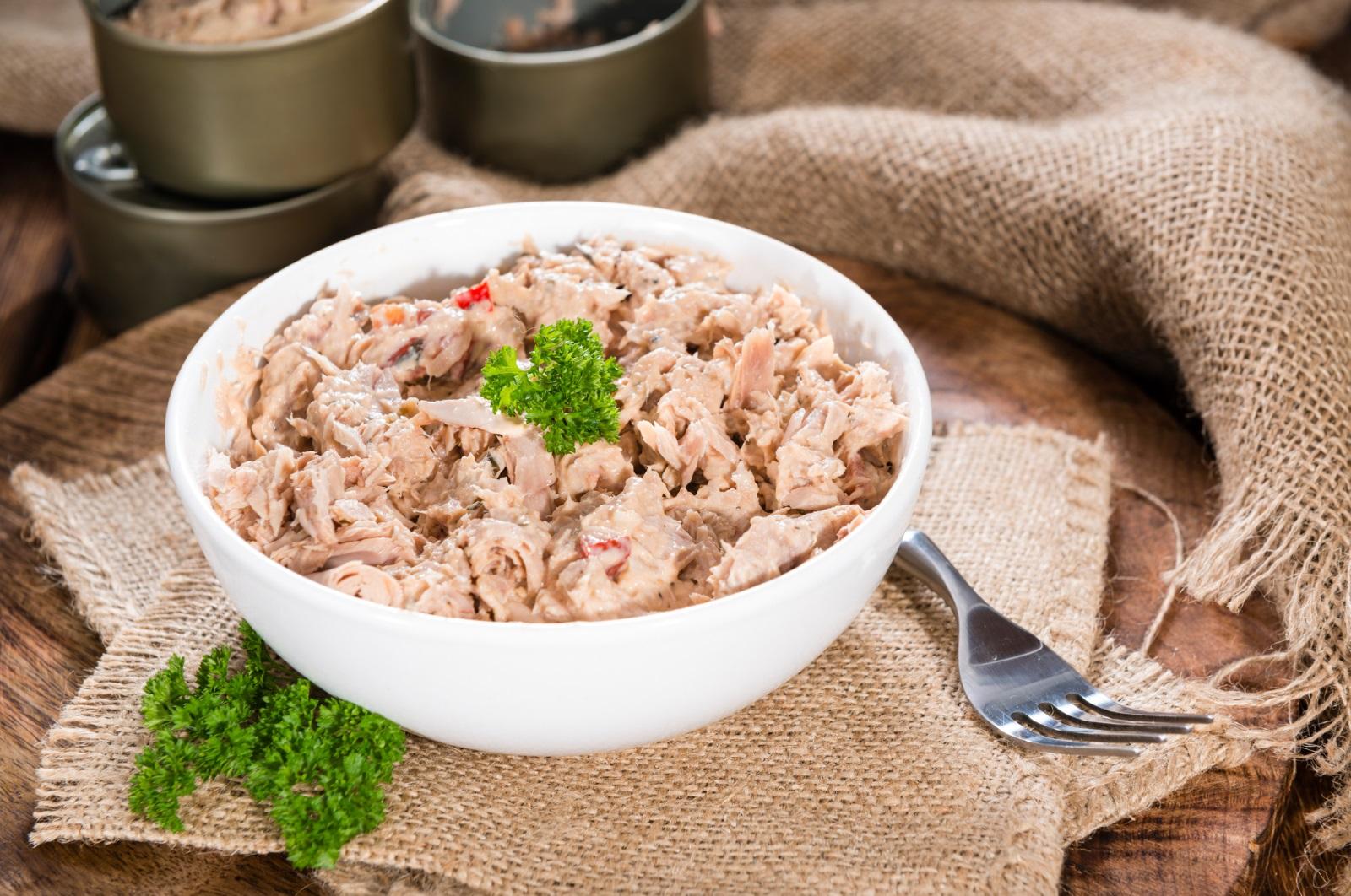 Забравете за сьомгата, защото тя далеч не е единственият източник на омега-3 мастни киселини. Риба тон, сом, шаран, бяла риба също са варианти да си доставите така необходимите мононенаситени мастни киселини, които са полезни за сърцето и кръвното налягане.