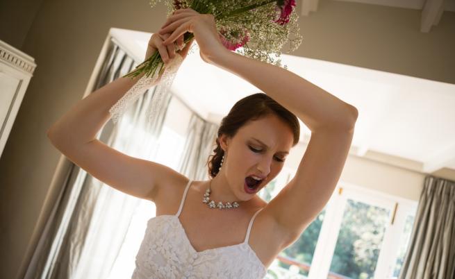 Жена взриви булчинската си рокля, за да отпразнува... развод