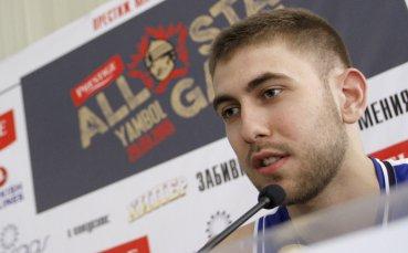 Алекс Симеонов с добър мач при загуба на Валур