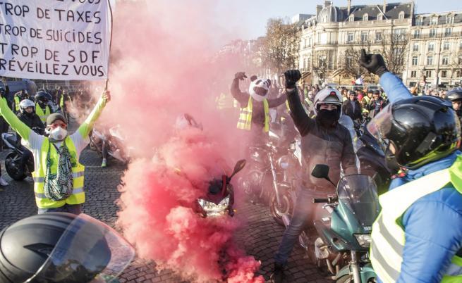 Един загинал и 47 ранени при протестите във Франция