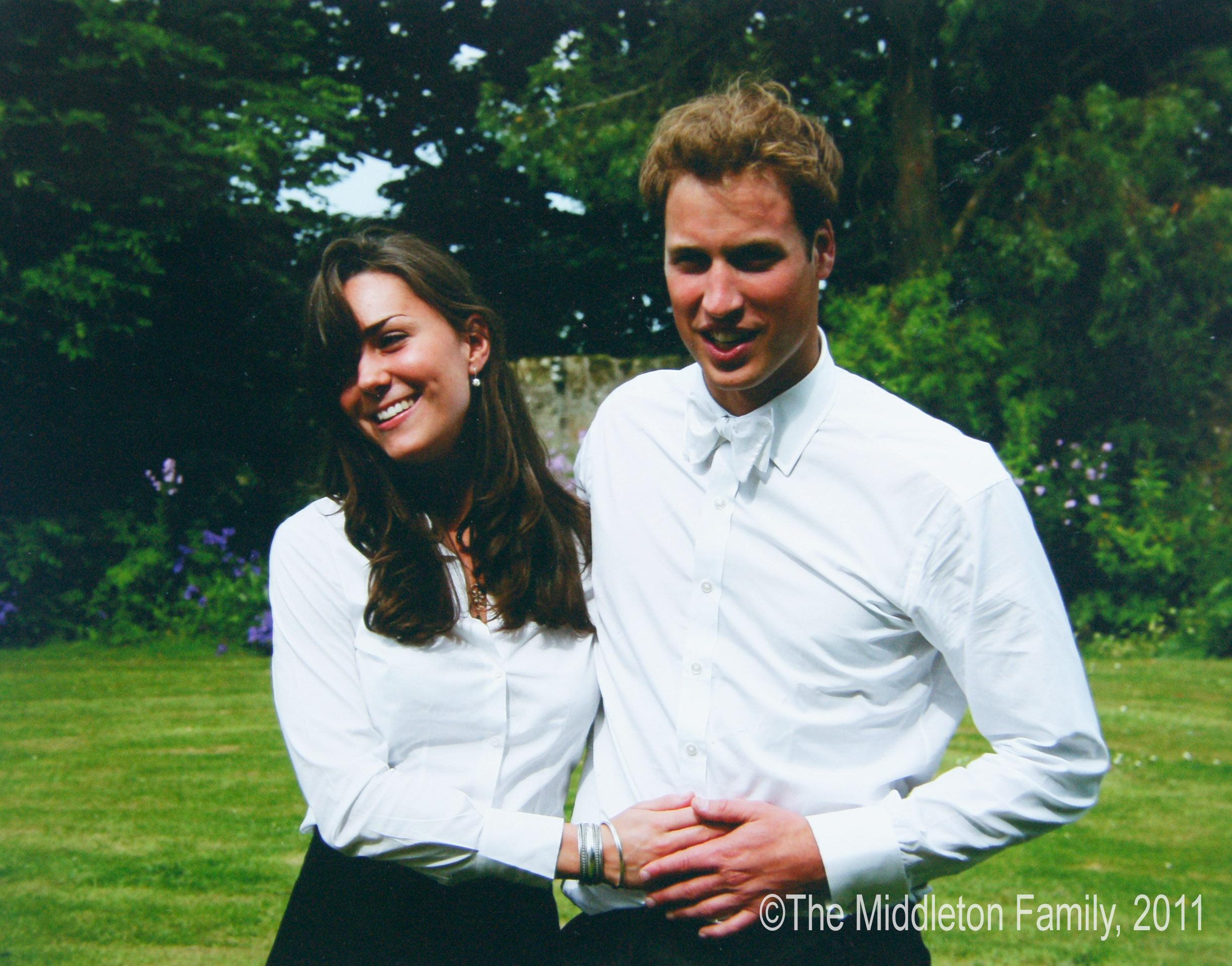 """Предопределена съдба<br /> Колежът """"Сейнт Андрюс"""", в който учат Уилям и Кейт, има славата на място, където много млади хора намират своята половинка. А след години узаконяват връзката си. Така че, погледнато отвъд светското, бракът на херцога и херцогинята е просто част от една любопитна статистика."""
