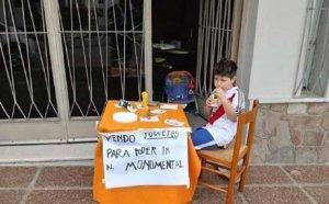От любов към футбола: Дете разтопи сърцата на всички