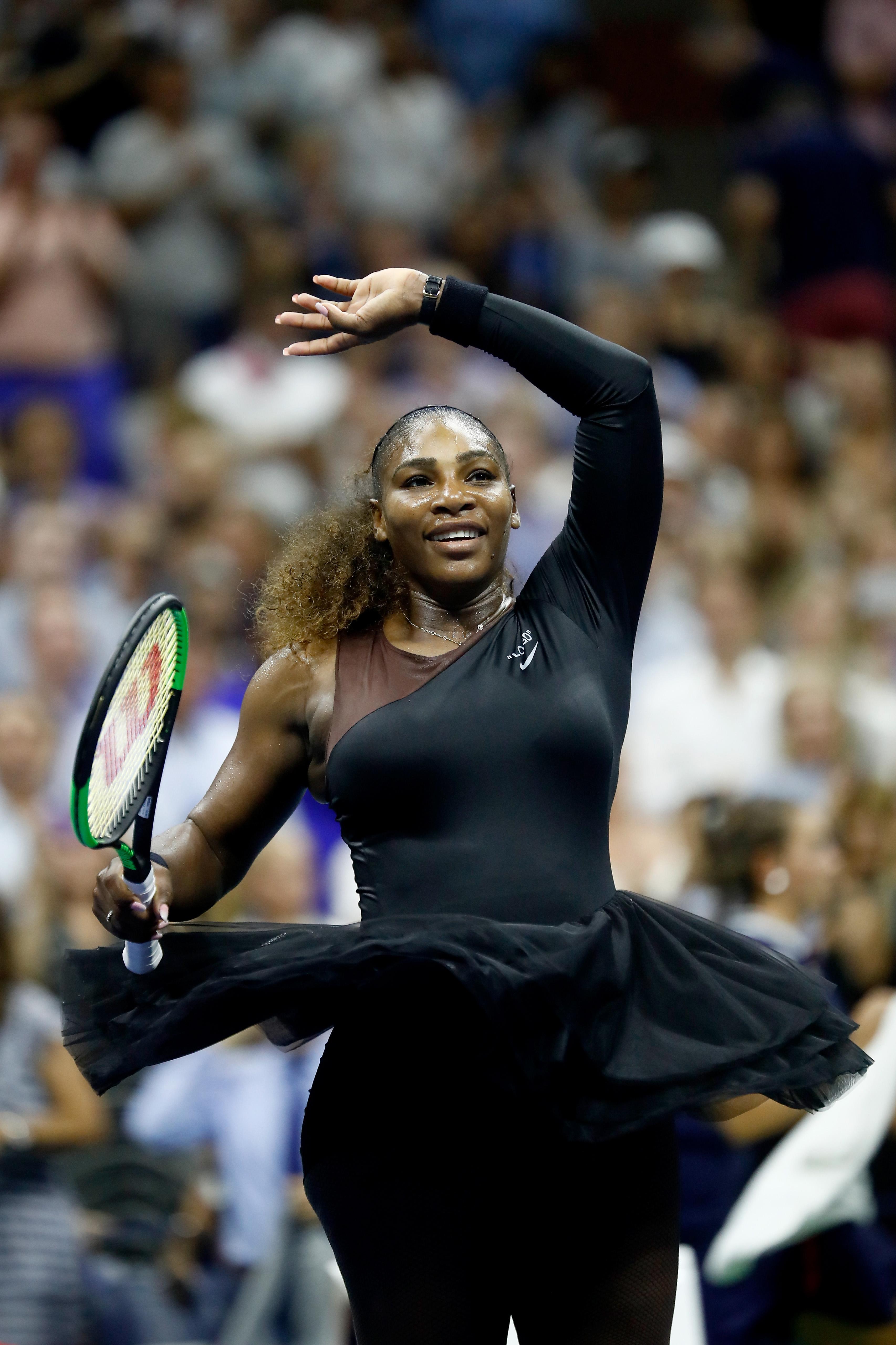 """6. Серина Уилямс<br /> Едва ли има по-влиятелна жена в света на спорта от американската тенисистка. Тази година тя доказа, че се бори с всички сили не само за точки на корта, но и за правото на жените да носят, каквото им харесва. Всички още говорят за """"малката черна рокля"""" на турнира US Open."""