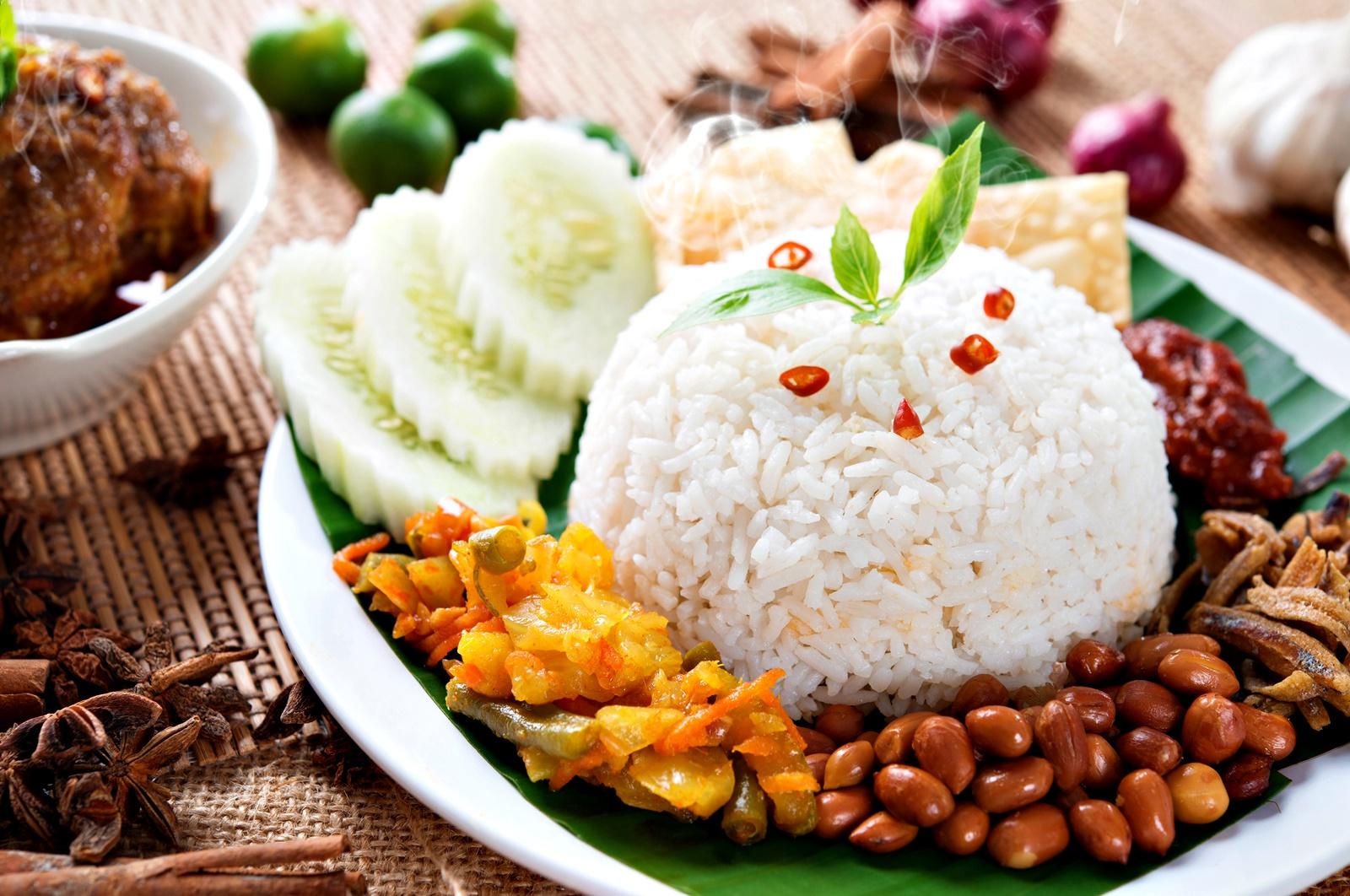 В Малайзия празникът отново е свързан с жътвата. Той се отбелязва през май с двудневен национален фестивал с музика, танци, специфични ритуали и много ядене на ориз.