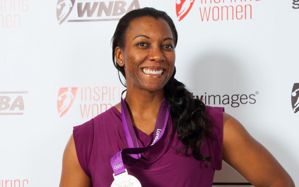 Олимпийска медалистка пострада в опит да защити сестра си