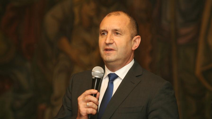 <p>Президентът Радев: Корупция в големи размери</p>