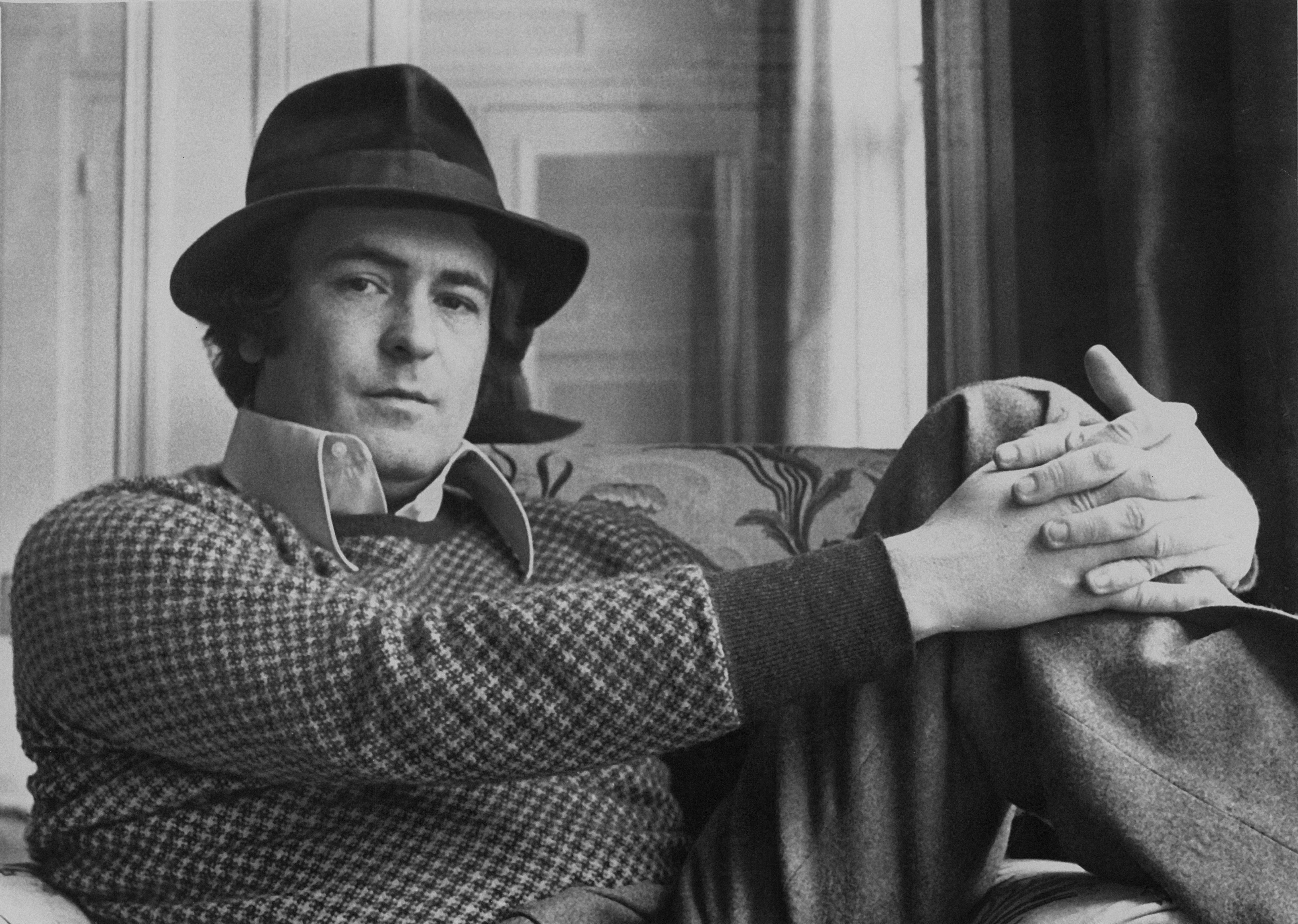 Бертолучи е бил с ясното намерение да направи така, че за всеки човек филма да значи нещо различно.Премиерата на кинотворбата е на 14 октомври 1972 г. на международния Нюйоркски кинофестивал. След това едновременно е показана вФранцияна 15 декември, докато въвСАЩтръгва на екран на 27 януари1973г. След това в продължение на 35 години филмът Последно танго в Париж е подлаган с настървение и страст на много критически дисекции, анализи и оценки.И днес филмът си остава сред най-дискутираните и спорни постижения на световното кино.