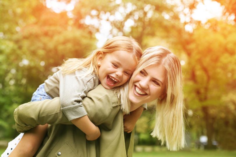 <p>Бъди модел за подражание на дъщеря си. Ако не искаш да я мачкат, й покажи как да отстоява мнението си. Не да е арогантна или груба, а просто твърда и ясна.</p>