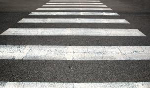 Пешеходци в риск заради преместена пешеходна пътека