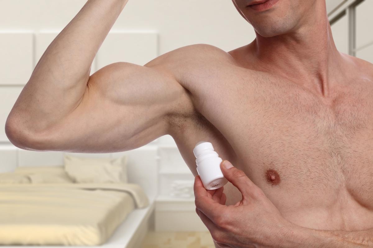"""Дезодорантът. """"Мъжките дезодоранти са лепкав под мишниците. Дезодорантът на жена ми прави кожата ми гладка и мирише добре!"""""""