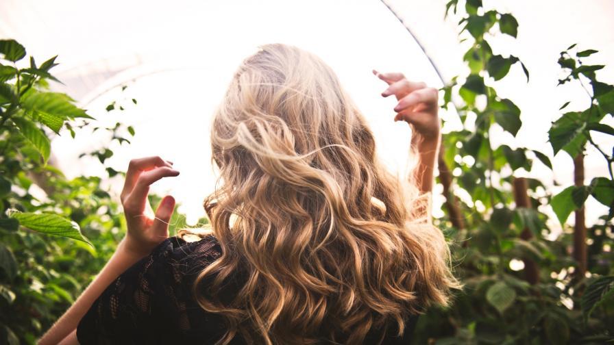 <p>Как да се справим с цъфтящите краища на косата</p>