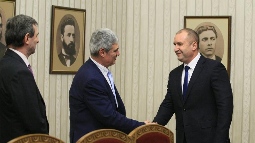 Борисов и Радев на едно мнение за тока