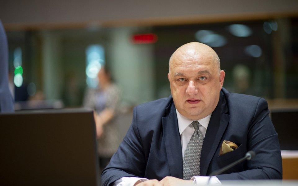 Министър Кралев: ММС обновява спортни зали в цялата страна