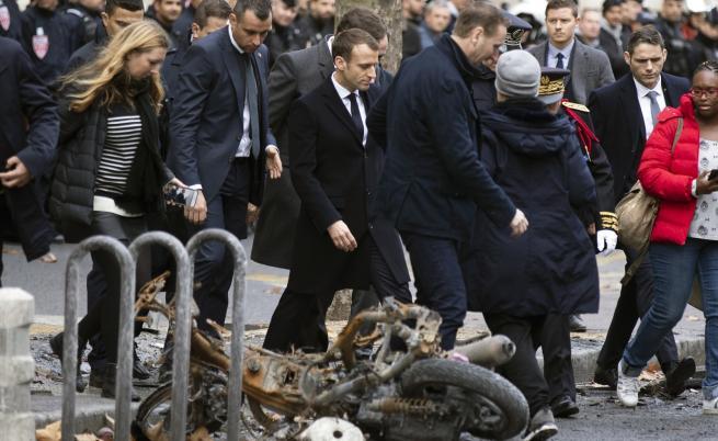 Макрон се върна във Франция, огледа пораженията от протестите