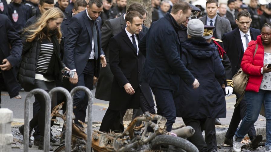 <p>Макрон се върна във Франция, огледа пораженията&nbsp;</p>