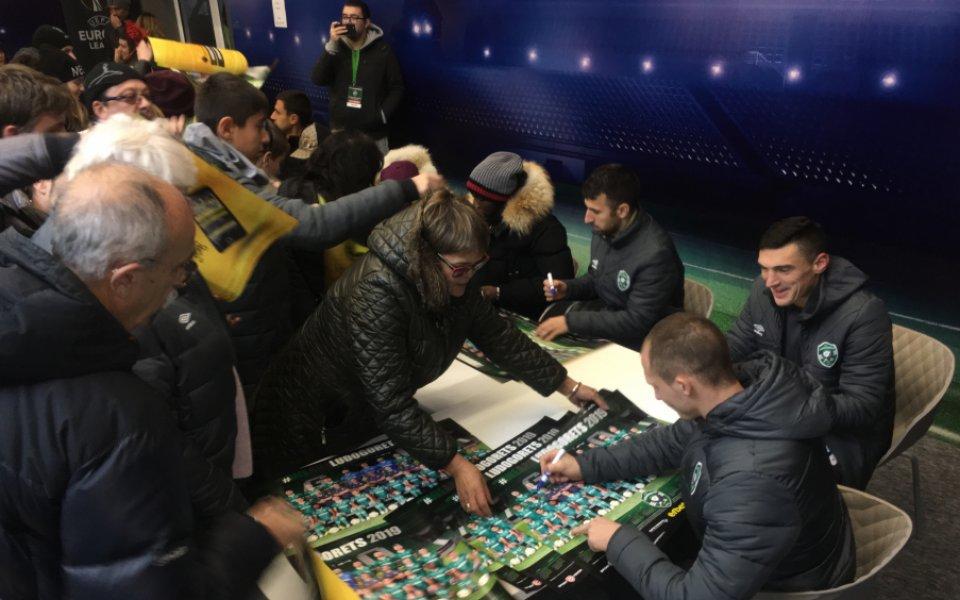 Стотици фенове си взеха автограф от футболистите на Лудогорец