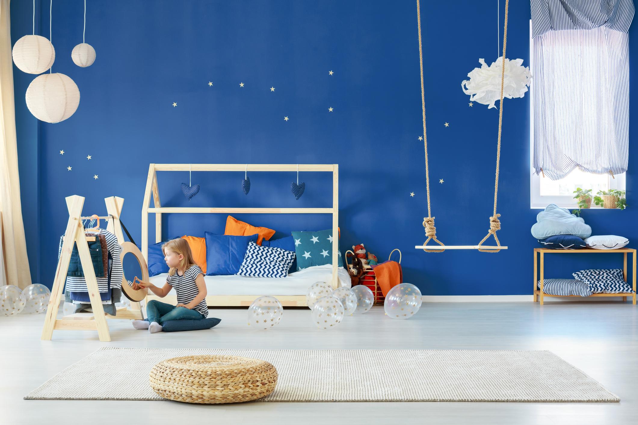 Ако стаята е за дете, боядисайте я в по-ярки тонове.