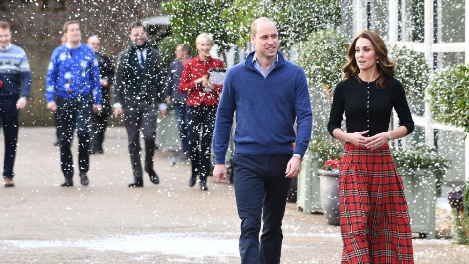 Щастливо кралско семейство: коледно парти в дома на принц Уилям и Кейт
