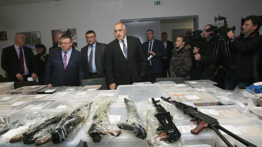 <p>Откъде и за какво са намерените от ГДБОП оръжия</p>